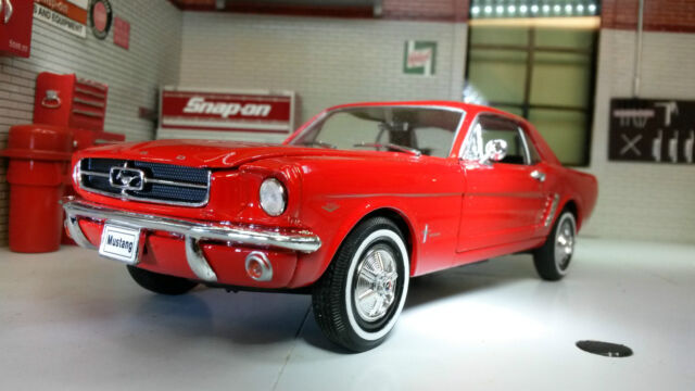 Ford Mustang 1964 Coupe 1:24 Scale Welly Diecast Very Detailed Model Car 22451