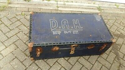 Steamer / travel trunk ideal coffee table needs a clean... CASH ON COLLECTION