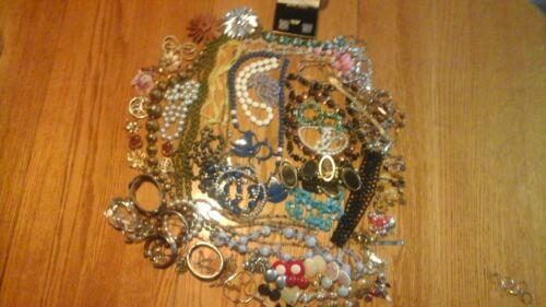 Vintage, Lot Of 100 Pieces Mixed Costume Jewelry-Nice Condition-Lot 1
