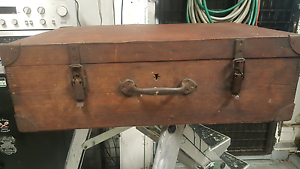 Old wooden suitcase Austins Ferry Glenorchy Area Preview