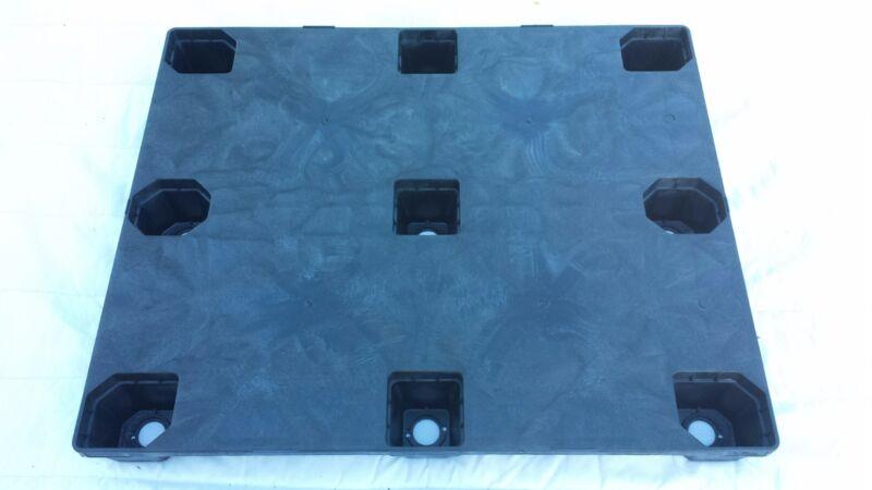 Plastic Pallet - 40x48 Nestable Solid Deck