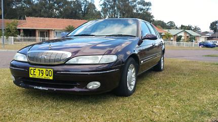 1995 Ford Fairlane Ghia V8