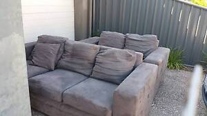 Free couch Andrews Farm Playford Area Preview
