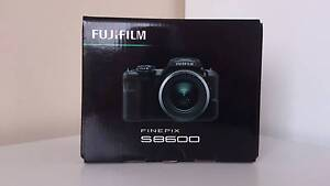Brand New Fuji FinePix S8600 16MP/36x Optical Lens Camera Meadow Heights Hume Area Preview