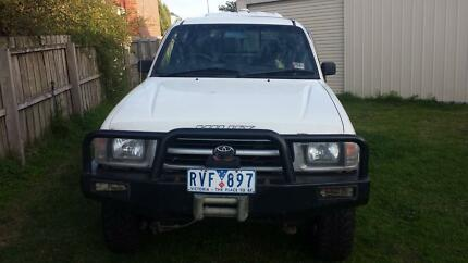 2000 Toyota Hilux Dual cab Ute 4X4 Petrol/Gas 2.7 lt Leopold Geelong City Preview