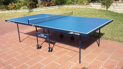 Table Tennis/Pingpong table Stiga 'Spirit Roller' +bats/balls