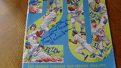1977   TOM  LASORDA   COVER  SIGNED   AUTO   LOS  ANGELES  DODGERS  YEARBOOK  !!