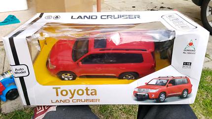 Big 1:16 scale RC Toyota Landcruiser