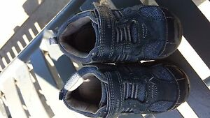 Boys size 6 stride right shoes