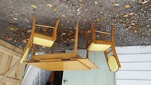 Mid century modern retro table and 4 chairs London Ontario image 1