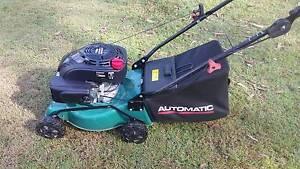 Automatic 118cc 4 Stroke Lawn Mower Near New! Park Ridge Logan Area Preview