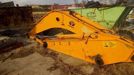 Excavator boom and dipper with good rams 22 Tonne