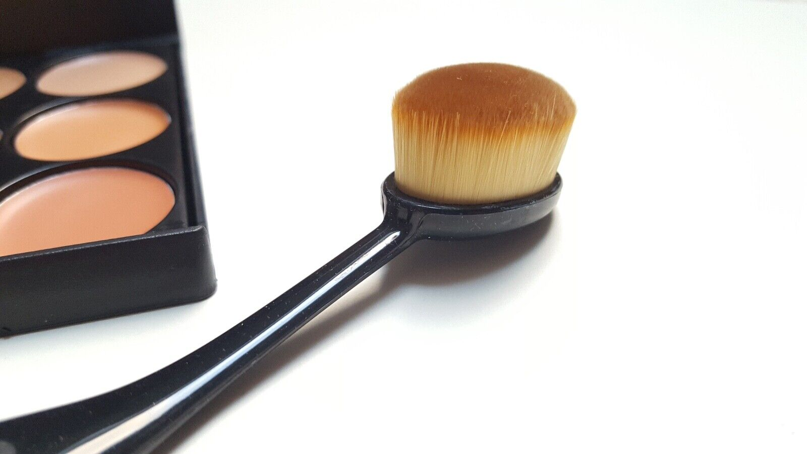 Oval Pinsel Make Up Foundation Profi Pinsel