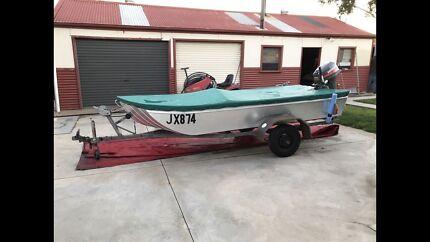 Boat and trailer punt hunter flatbottom widebody 15HP Mariner
