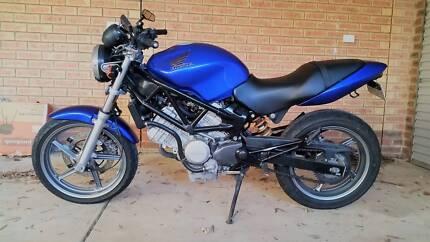 2000 Honda VTR250 motorcycle