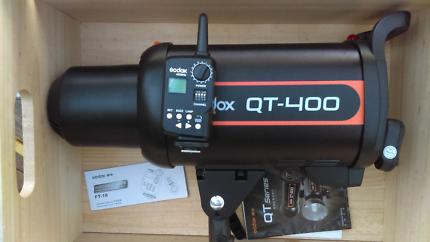 Flash head Godox QT 400 & wireless trigger.