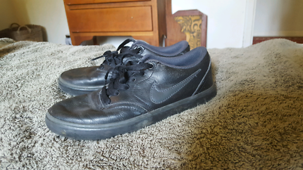 Boys school shoes. Nike SB size 5