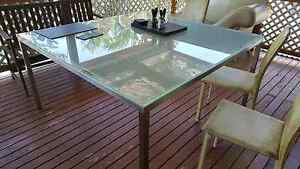 Indoor/outdoor table Wynnum Brisbane South East Preview