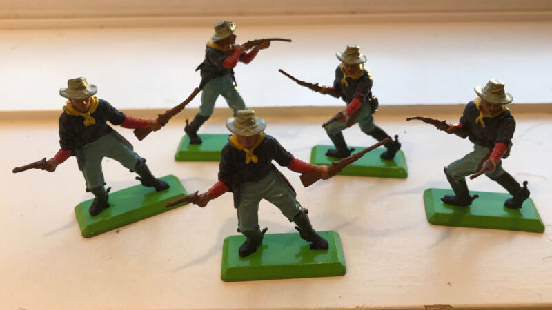 Lot of 5 Calvary Foot Soldiers Britains Deetail 1971