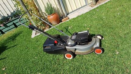 VICTA LAWN MOWER 2 STROKE WITH CATCHER