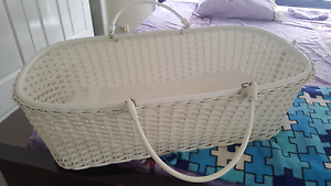 Carry Bassinet - white Ardeer Brimbank Area Preview