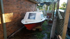 16ft fibreglass half cabin speed boat Balcolyn Lake Macquarie Area Preview