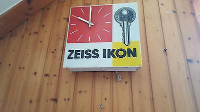alte ZEISS IKON Werbe Wanduhr mit Zugschalter um 1960 Türschlösser Kamera Schild