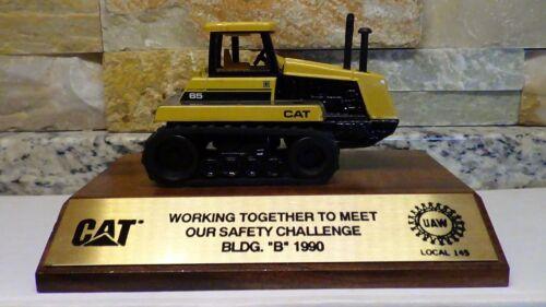 1990 CATERPILLAR UAW 145 Safety Service Award Ertl diecast tractor Challenger 65