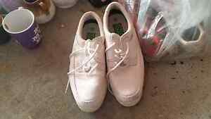 Size 8 ladies bowling shoes Kingswood Penrith Area Preview