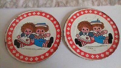 "Vtg/ 1972 Raggedy Ann & Andy 5 1/4"" R Toy Tin Plates/ Set of 2"