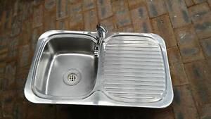 Kitchen sink left hand bowl