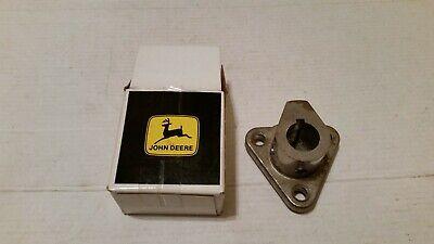 John Deere Original Equipment Hub M124283