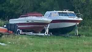 2 boats-1 price!  1986 seayray 25' cuddy and 1984 campion 26'