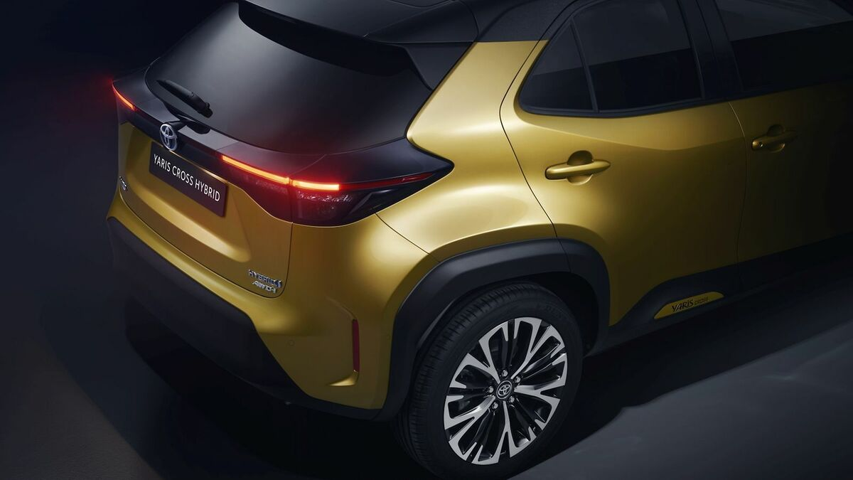 TOYOTA_NEW_YARIS_CROSS_BACK_RIGHT