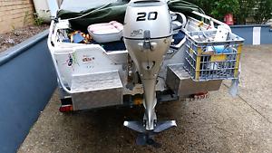 Boat motor and trailer  v nose punt 4 stroke ELECTRIC START  tilt Brisbane City Brisbane North West Preview