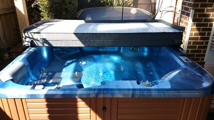 Spa Jacuzzi  Narre Warren Casey Area Preview