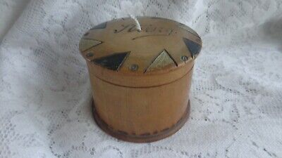VINTAGE TREEN WOODEN STRING BOX