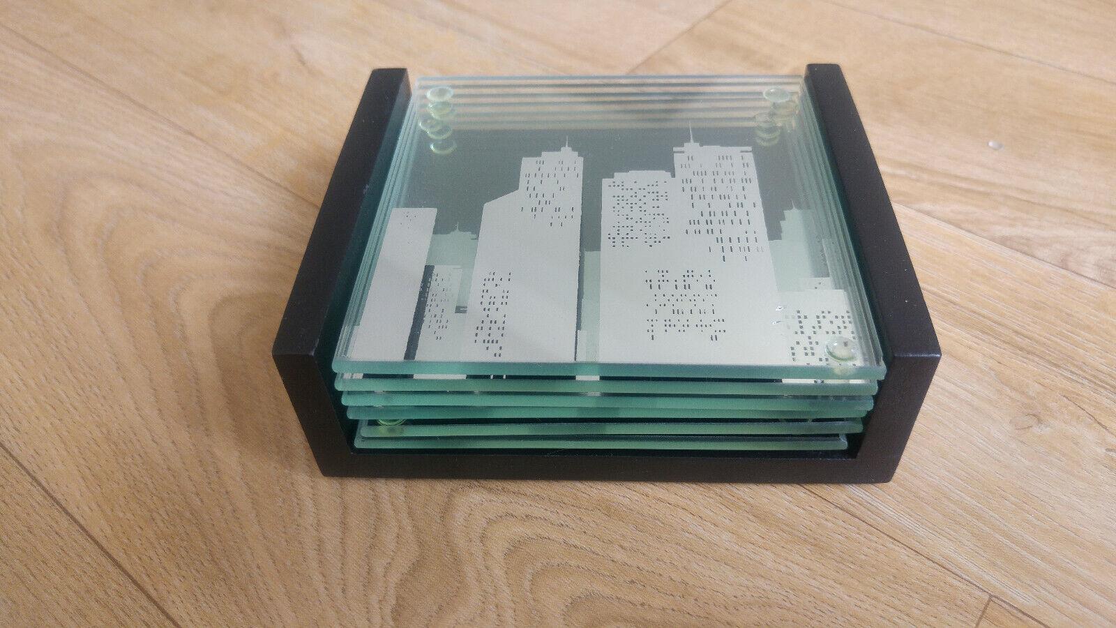 6 dessous de verre en verre(10x10cm) avec support en bois.