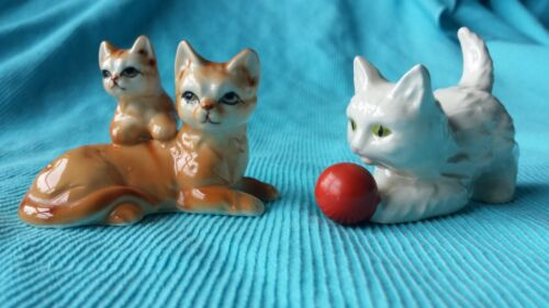 LOT OF 2 VINTAGE CAT KITTEN FIGURINES * GOEBEL & BRINN