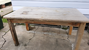Free solid timber table New Lambton Newcastle Area Preview