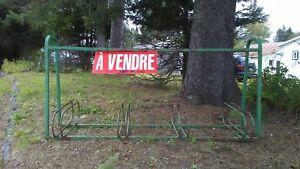 Support à velo en métal à Rivière Rouge