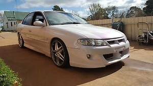 Holden VX commodore Custom painted white with purple pearl V6 3.8 Goulburn Goulburn City Preview