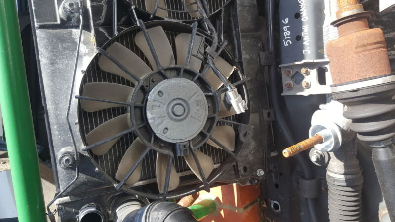 Lexus IS220d radiator fans (2)