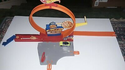 Hot Wheels Speedy Pizza Playset, Loop it, Launch, Track, connectors, car