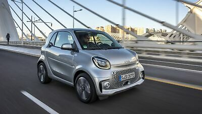 Zu sehen ist der Smart EQ ForTwo Coupe Cool Silver