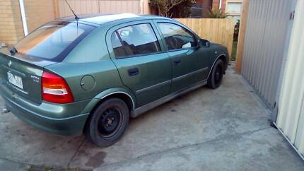 Holden astra 5 speed 700$ ono