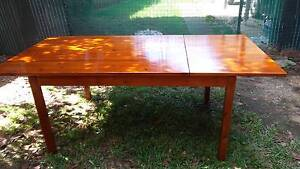 stained wooden dining table extends to 2m Hebersham Blacktown Area Preview