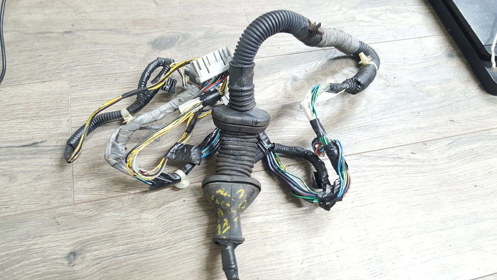Buy Used Voltage Regulators From Top Rated Salvage Yards Honda Civic Door Wiring Harness 2001 2005 2d Coupe Front Left Oem D26