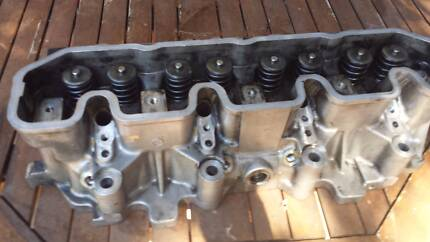 LANDROVER TDi CYLINDER HEAD COMPLETE