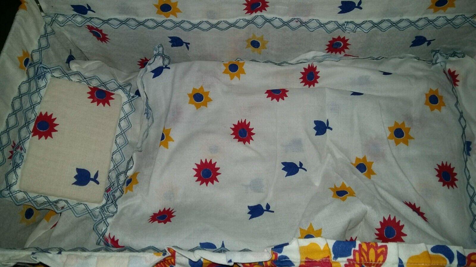 Ancien lit baldaquin pour poupée vintage métal et tissu blanc fleurs pliant